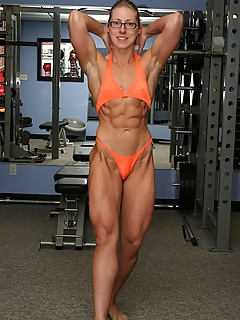 Muscle woman bodybuilder naked