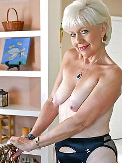 Granny pussy pics and naked old women