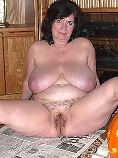 Sexy volumptus mature women