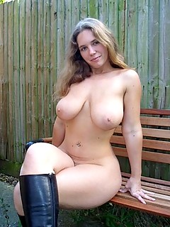 Voluptuous nude teen