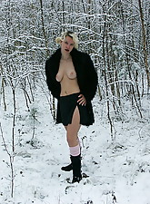 Nude Winter photo 4